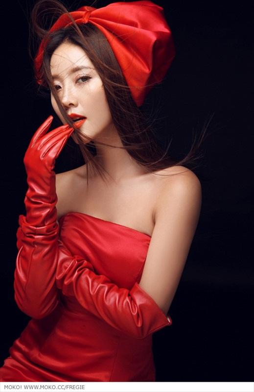 ASIAN GIRLS: Zhao Yu Fei in Read Dress