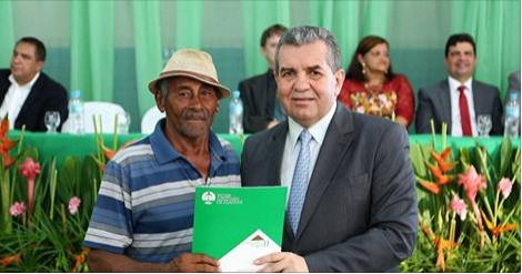 Moradores de Pariconha  recebem 200 títulos de propriedade do programa de regularização fundiária do Tribunal de Justiça de Alagoas - Moradia Legal II