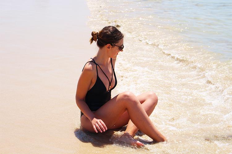 http://looking4theblacksheep.blogspot.com.es/2016/07/black-swimsuit.html