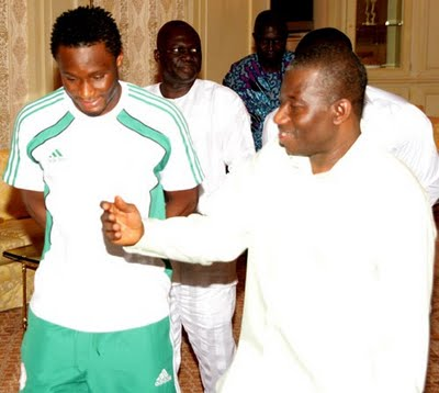 Mikel Obi Pays President Goodluck Courtesy Call To Say Thanks...Pics Inside! 3