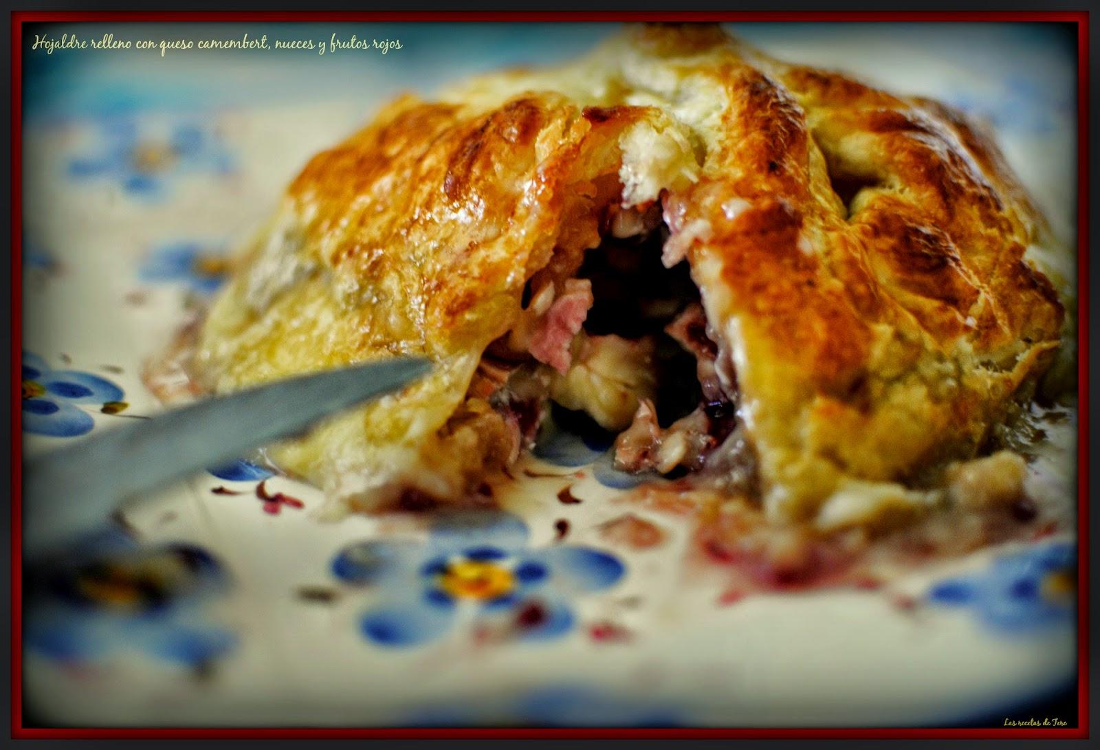 Hojaldre relleno con queso camembert  nueces y frutos rojos  tererecetas 03