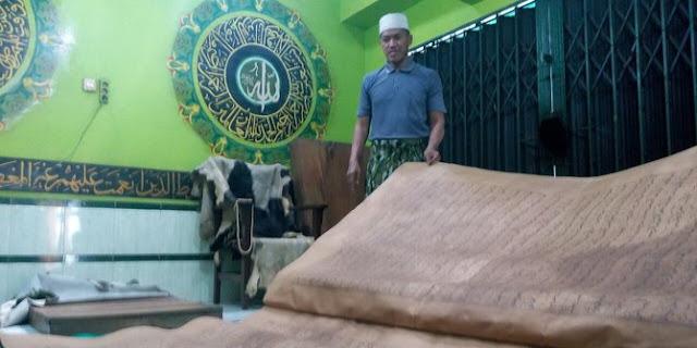 Subhanallah Al Qur`an Terbesar Di Solo Pernah Di Tawar Senilai  Rp.1,2 Milyar, Butuh 3 orang untuk membukanya
