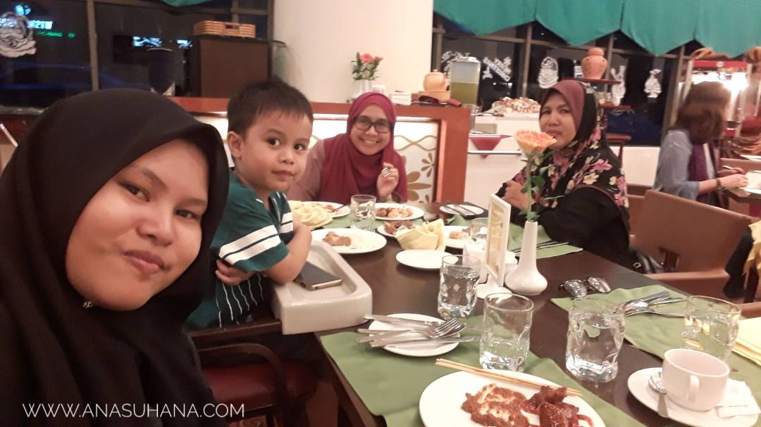 Dinner di Hotel Grand BlueWave Shah Alam