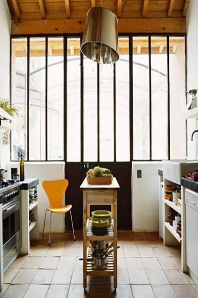 verriere d'atelier métal avec porte dans cuisine