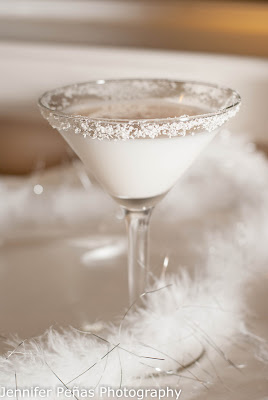 snow white chocolate martini, christmas cocktail, vanilla vodka, white creme de cacao, Godiva white chocolate liqueur