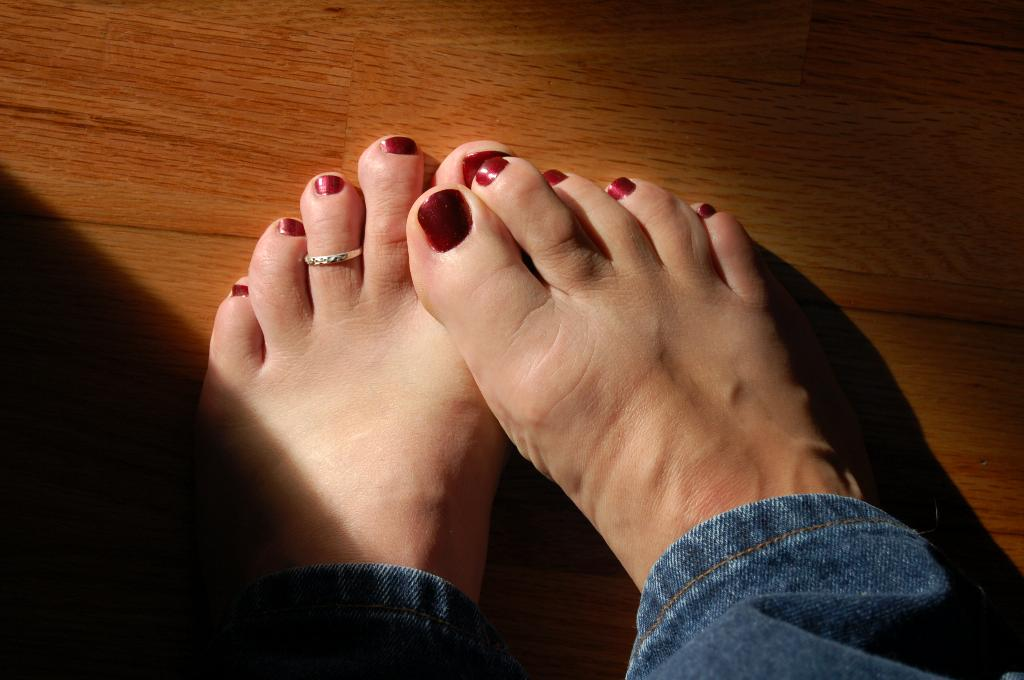 Sexy Girls With Black Toenail Polish - Photo Pics-2048