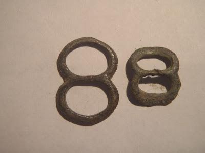 2353bfdd8e0 Trésors et merdouilles des frères Huyghe  Les boucles