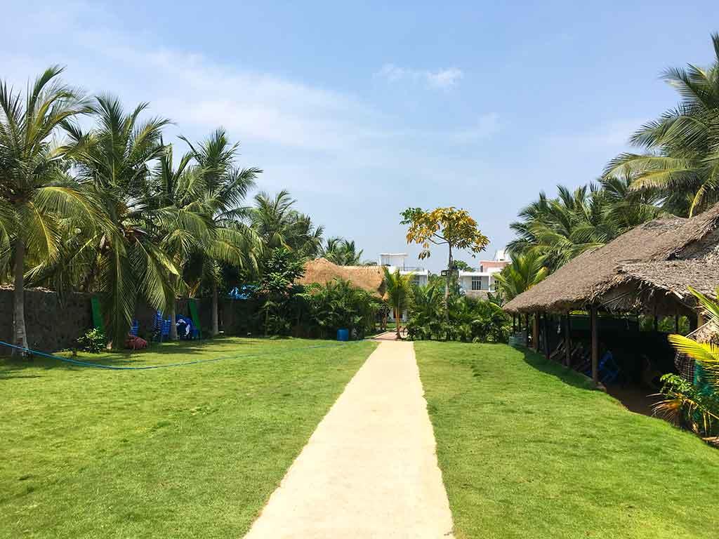 budget beach resorts in ecr