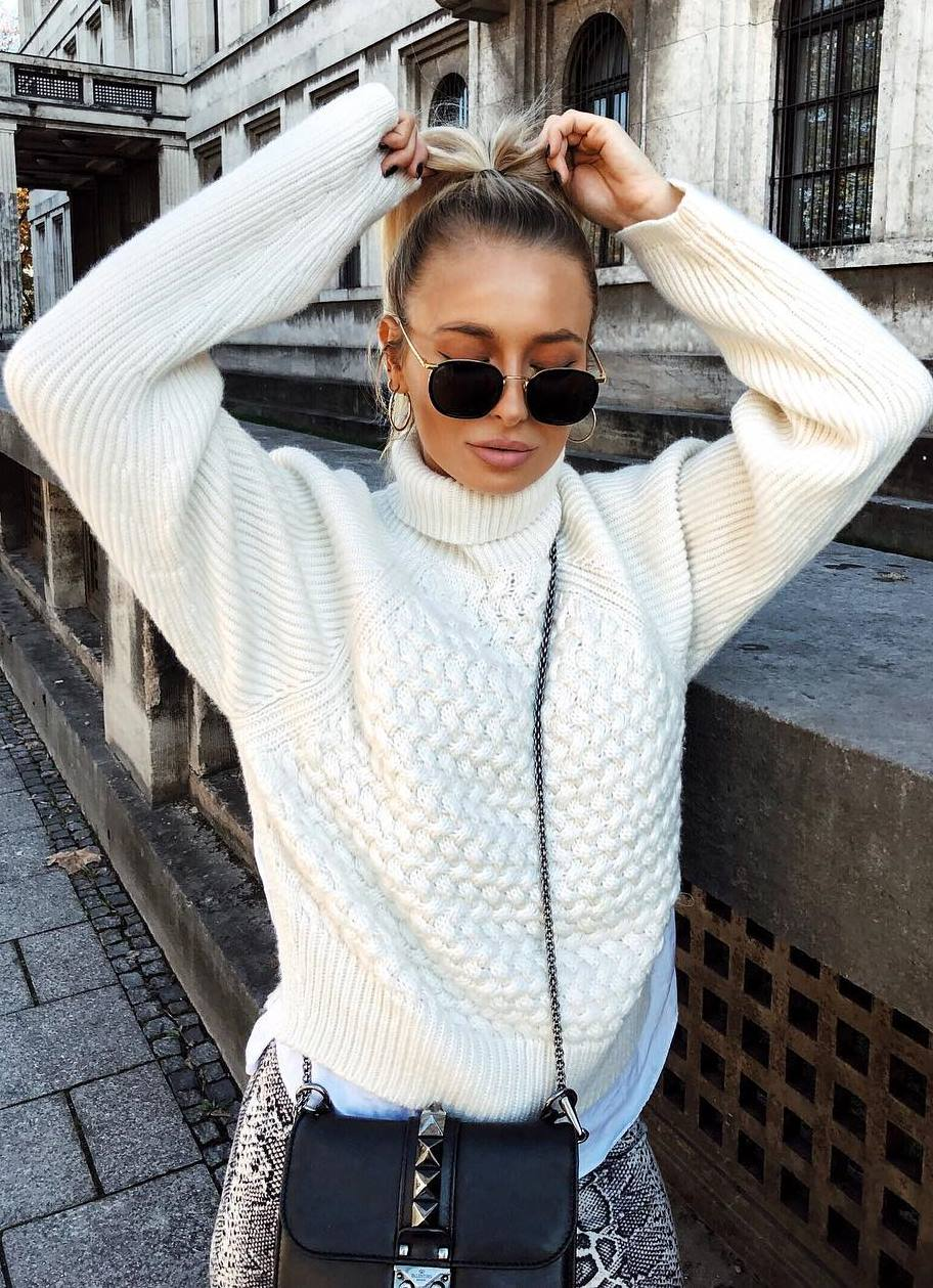trendy outfit_white sweater + crossbody bag + snake pants