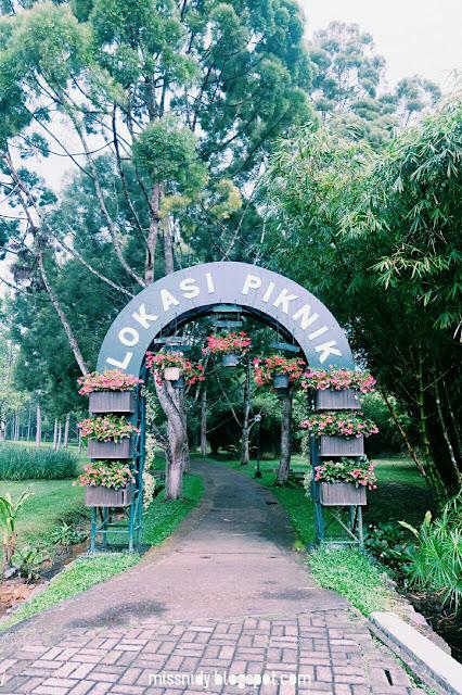 lokasi piknik di taman bunga nusantara