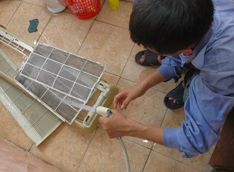 Cách lấy lưới lọc điều hòa và cách vệ sinh