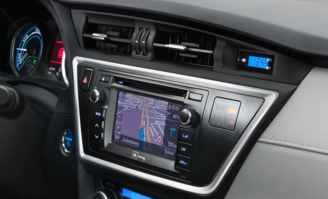 2013 Auris Hybrid: interior detail
