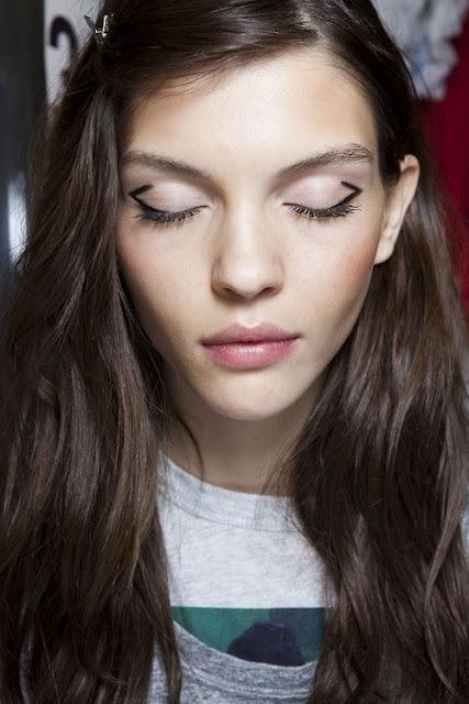 WHISPER blog: GRAPHIC #linhasgeométricas #graphic #edit #make #makeup #backstage