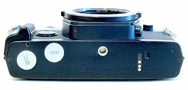 Olympus OM-2S, Bottom