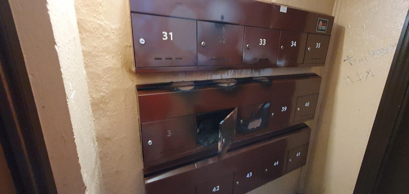 Rīga nodedzina pastkastes