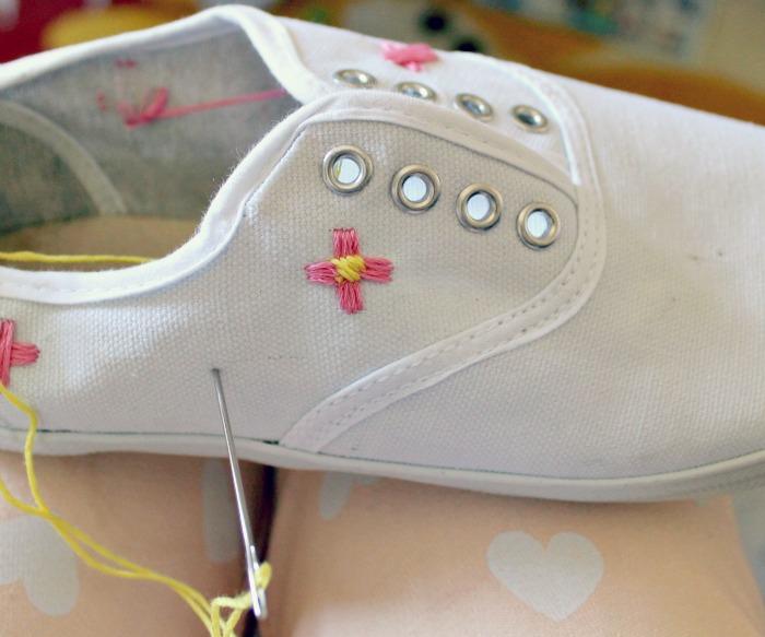 wattlebird: DIY Embroidered Flower Shoes
