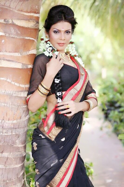 Aanchal Soni in Black Saree