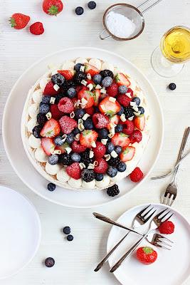 Mascarpone-slagroomtaart met vers fruit