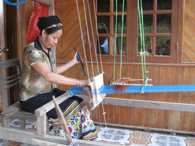 Dệt Cửi Đêm-Hồ Xuân Hương