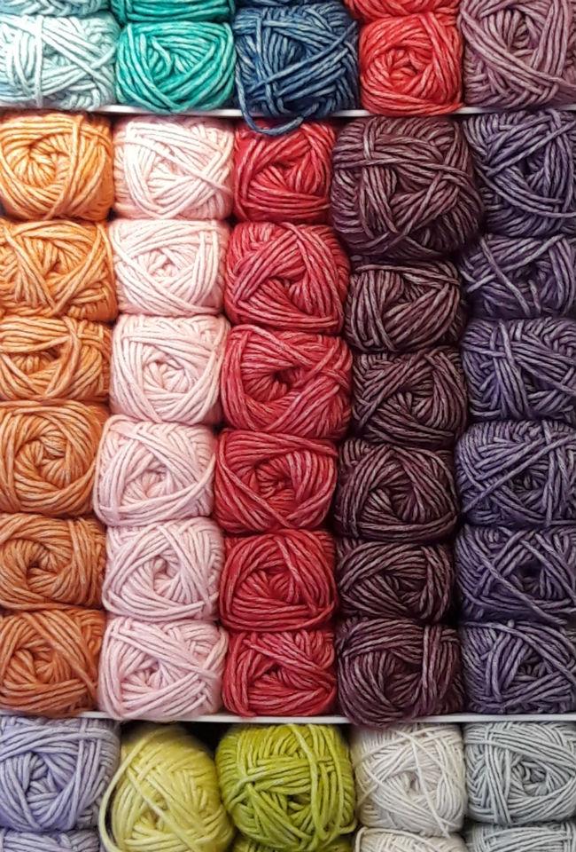 Sticks & Cups, Scheepjes Stonewashed. Yarn shop in Utrecht   Happy in Red