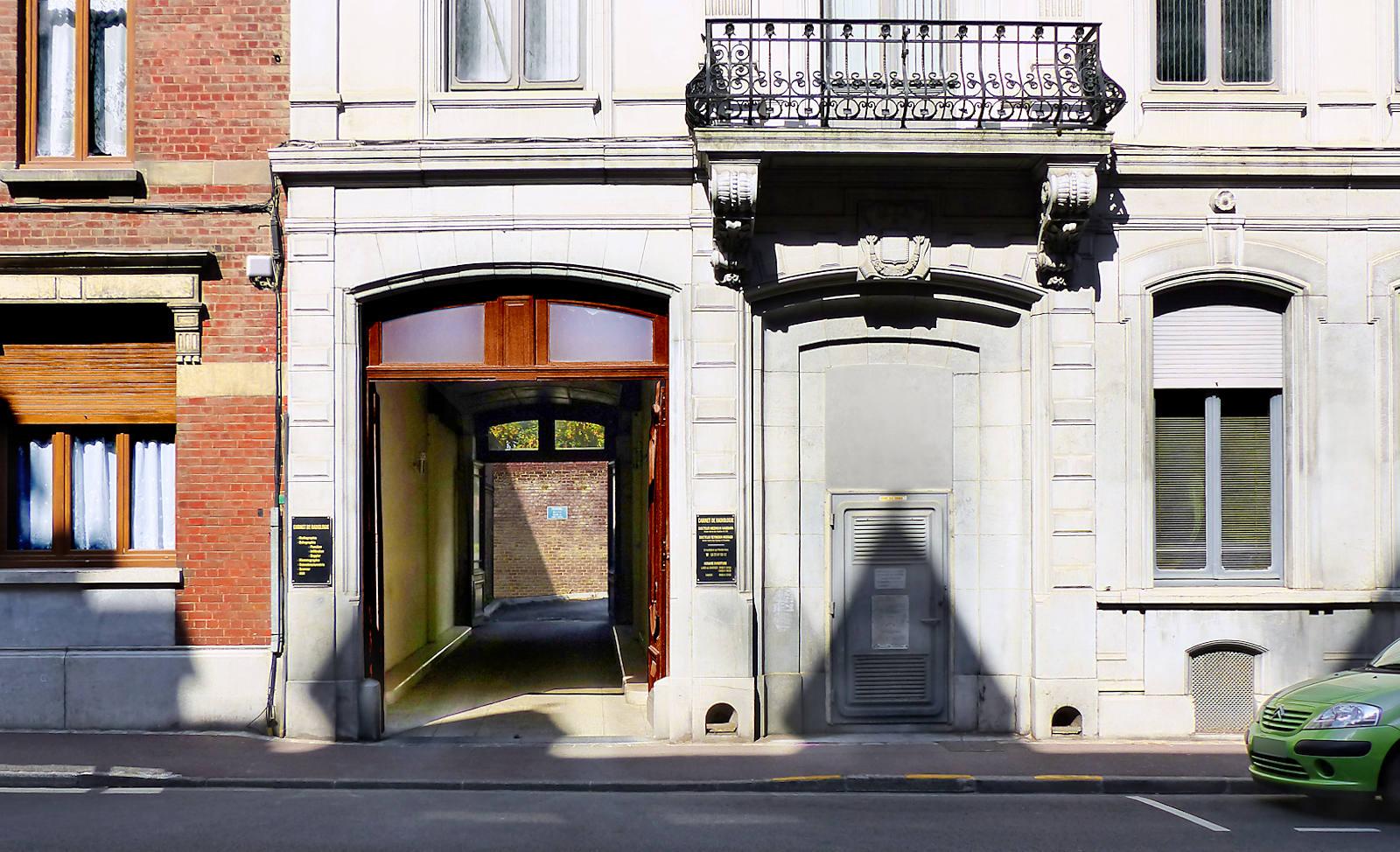 Porte cochère du cabinet sur la rue de Gand