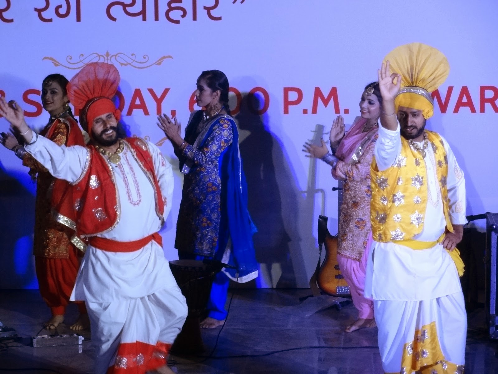 Punjabi Bhangara and Gidda: Glorious performance by artist