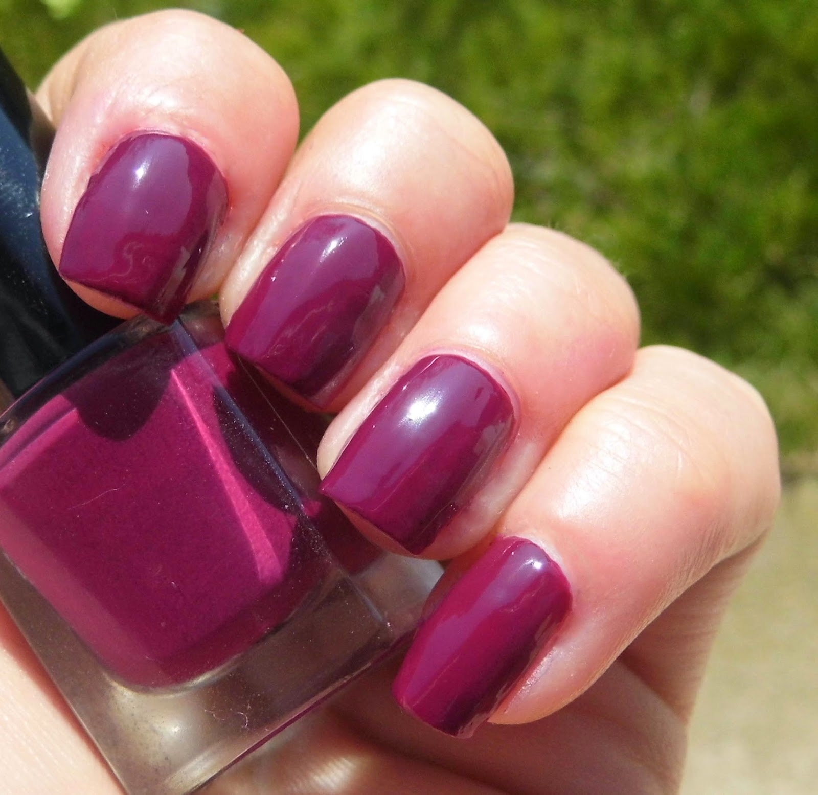 maxfactor-maxeffect-intense-plum-nail-polish-picture-swatch