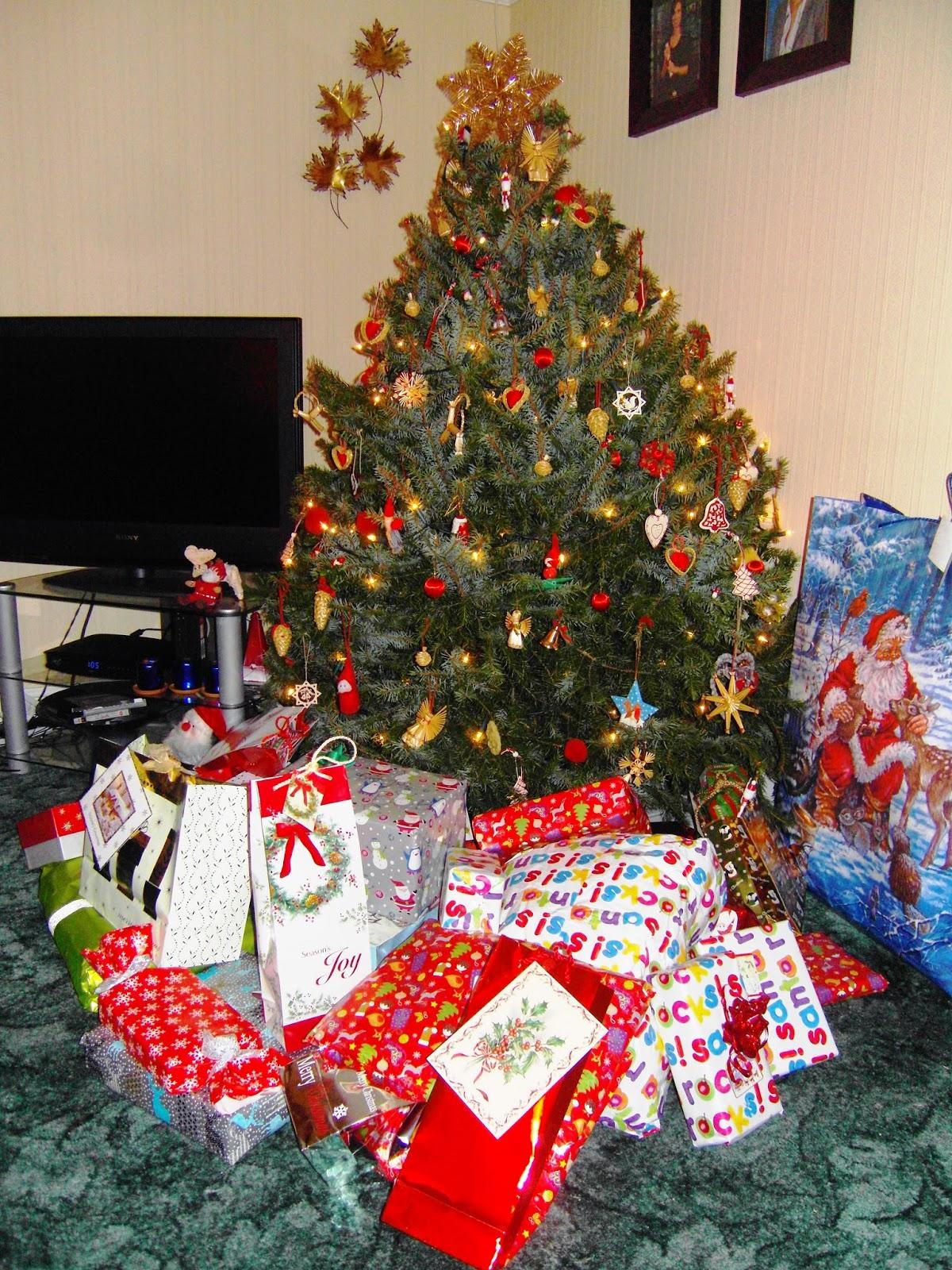 http://multilingualparenting.com/2013/12/19/our-christmas/