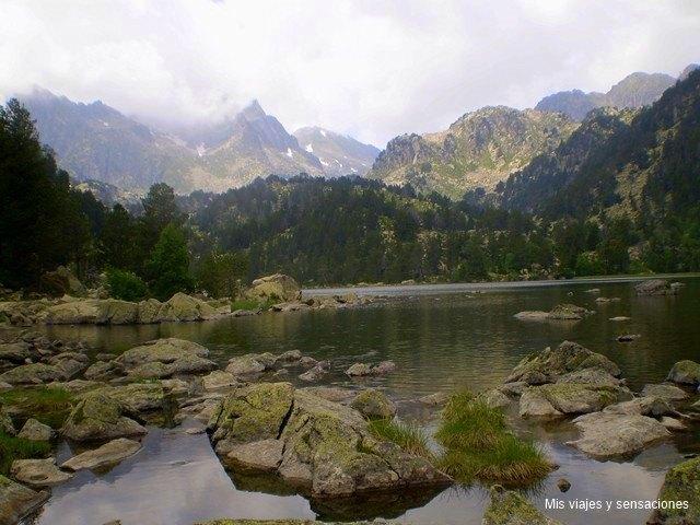 Lago ratera, Parque Nacional de Aigüestortes y lago Sant Mauricio, Lleida