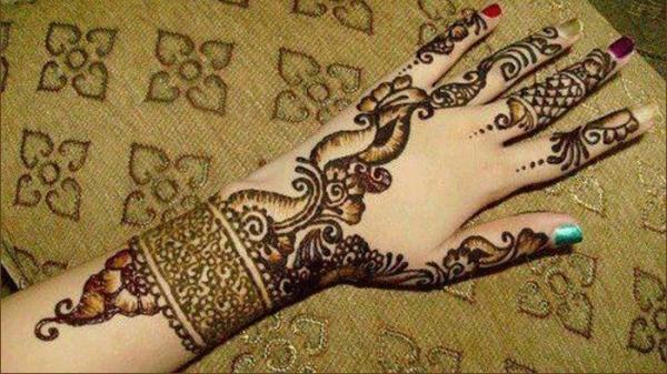 mehndi design is simple and easy