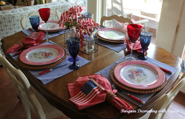 http://www.bargaindecoratingwithlaurie.com/2015/06/patriotic-tablescape.html