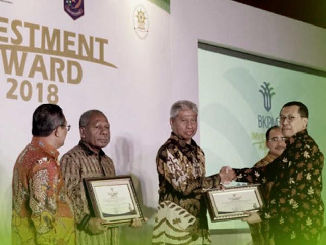 Burhan Abdurahman Terima Penghargaan Kota Ternate Sebagai PTSP Terbaik di Indonesia Timur