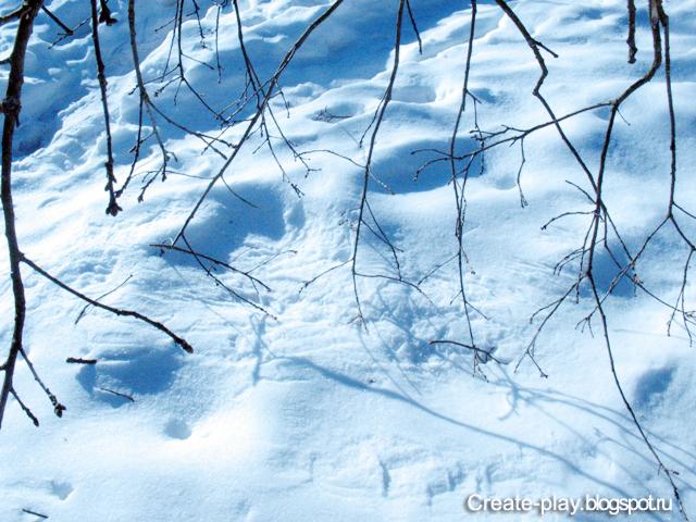на снегу рисует ветер