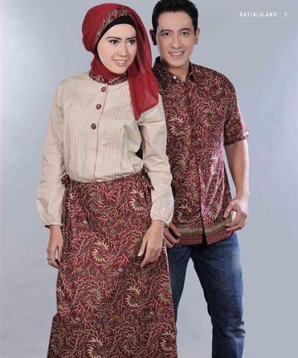 Baju Batik Terbaru Muslim Couple Pria Wanita Model Foto: 30 Model Baju Muslim Batik Sarimbit Keluarga Modern