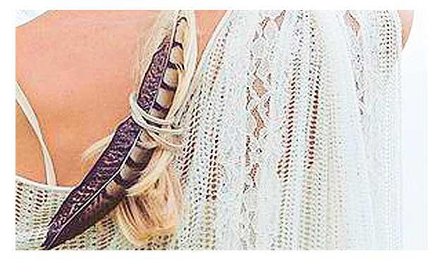 Penas e plumas no cabelo famosas