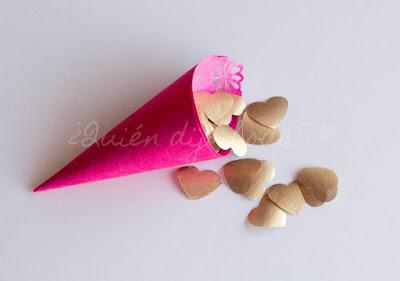 Confetti presentado en conos de papel artesano