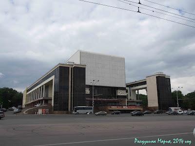 Ростов-на-Дону трактор театр фото