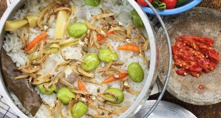 Membuat Nasi Liwet Khas Sunda