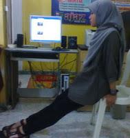 Dip di kantor, mengencangkan otot lengan untuk orang sibuk