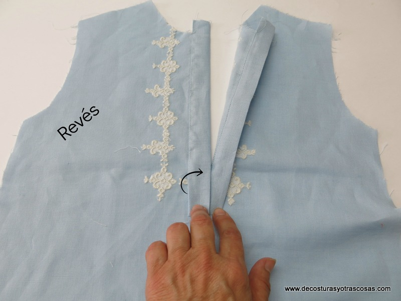 montar tapetas en abertura delantera de una camisa