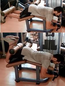 Flexión en máquina para trabajar los músculos biceps femorales