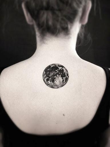 Aqui está outro exemplo de um uso excessivo de tinta escura lavar a imagem da lua.