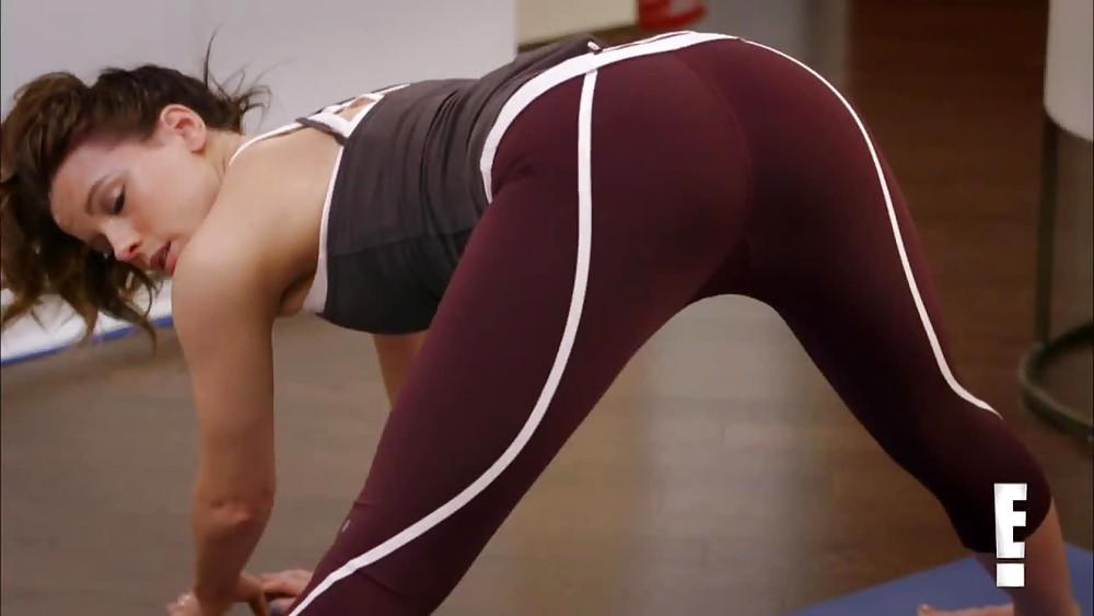 секс тренер прижимается красотки когда она нагибается - 9
