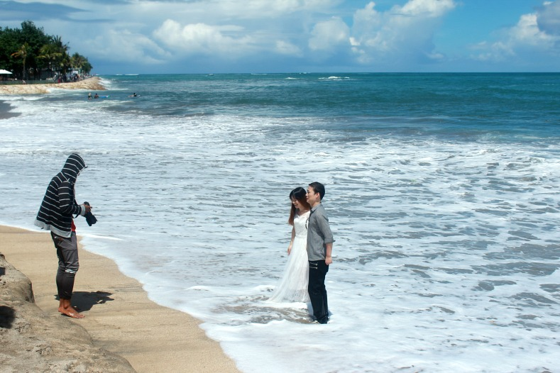 Wedding couple, Kuta Beach, Bali, Indonesia