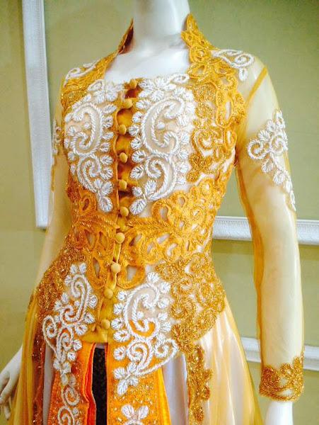 baju kebaya pengantin kuning tampak depan diperbesar