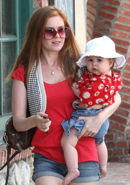 Hot Wallpaper Isla Fisher Baby