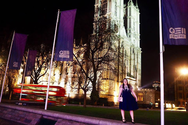 Plus size blogger infront of Westminster Abbey in London