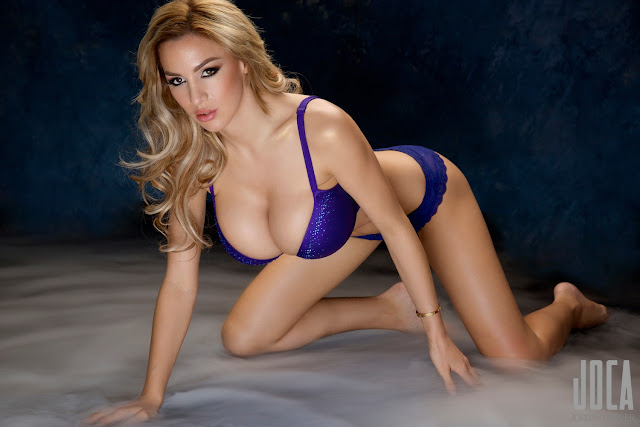 Jordan-Carver-WWL-Photo-Shoot-in-Hot-Blue-Bikini-HD-Picture-15