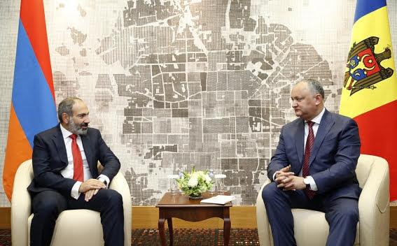 El primer ministro armenio se reúne con el presidente de Moldavia