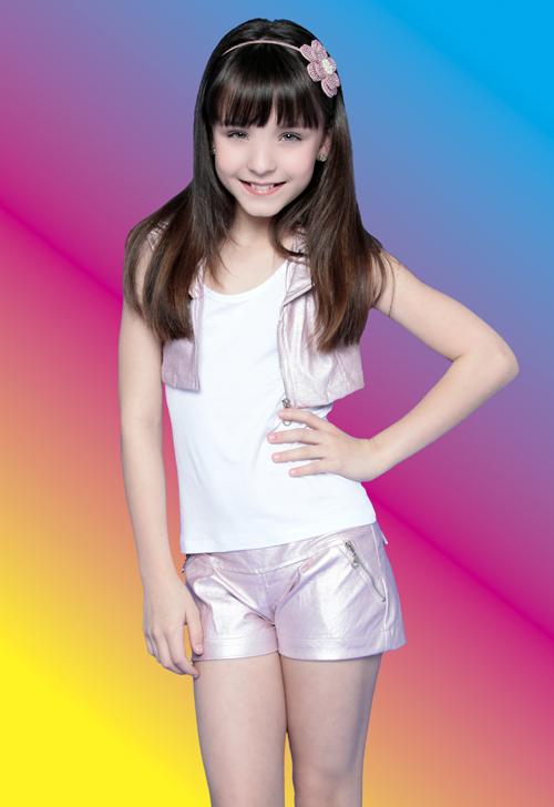A atuação de Larissa Manoela (11) como a mimada Maria Joaquina de Carrossel  agradou a direção do SBT. Enquanto o contrato da maioria das crianças da  novela ... b6ea30e1ba